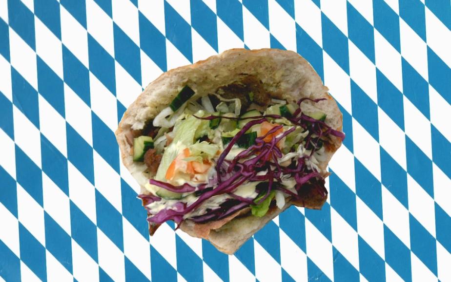 Ein bisschen Berlin wären wir halt doch gerne: Ein Kebap-Laden feiert Neueröffnung und alle rastenaus